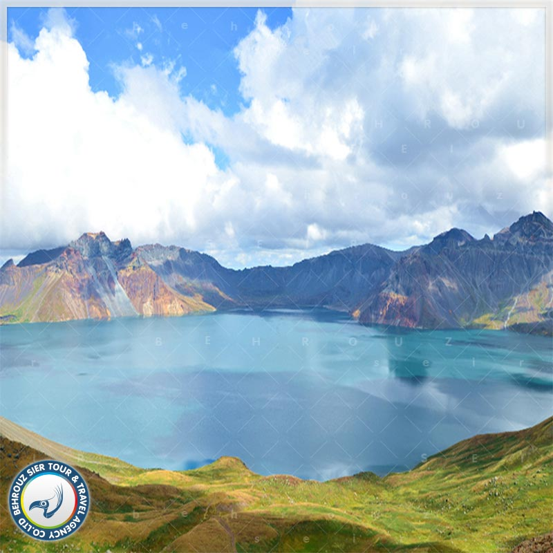 دریاچه-تیانچی-در-کوهستان-چانگ-بای-2-بهروزسیر