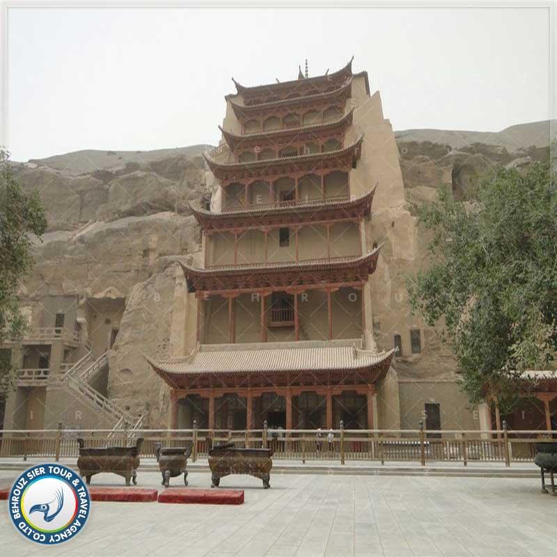 غار های بودا، مکانی برای عبادت پیروان آیین بودا در شهر دون هوانگ چین