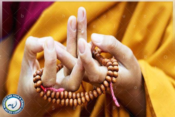 روش-دعا-کردن-در-معابد--بهروزسیر
