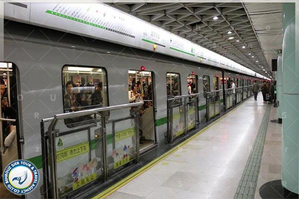 در-ایستگاه،-منتظر-قطار-مترو-بمانید-بهروزسیر