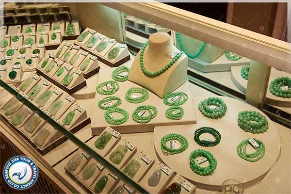 سنگ-یشم-گرانبها-به-رنگ-سبز-بهروزسیر