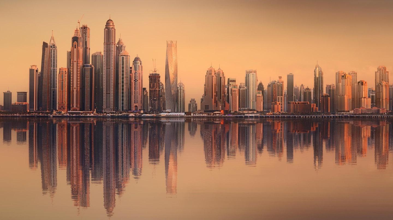 چشم انداز زیبایی از آسمان خراش ها در دبی مارینا. امارات متحده عربی - بهروزسیر